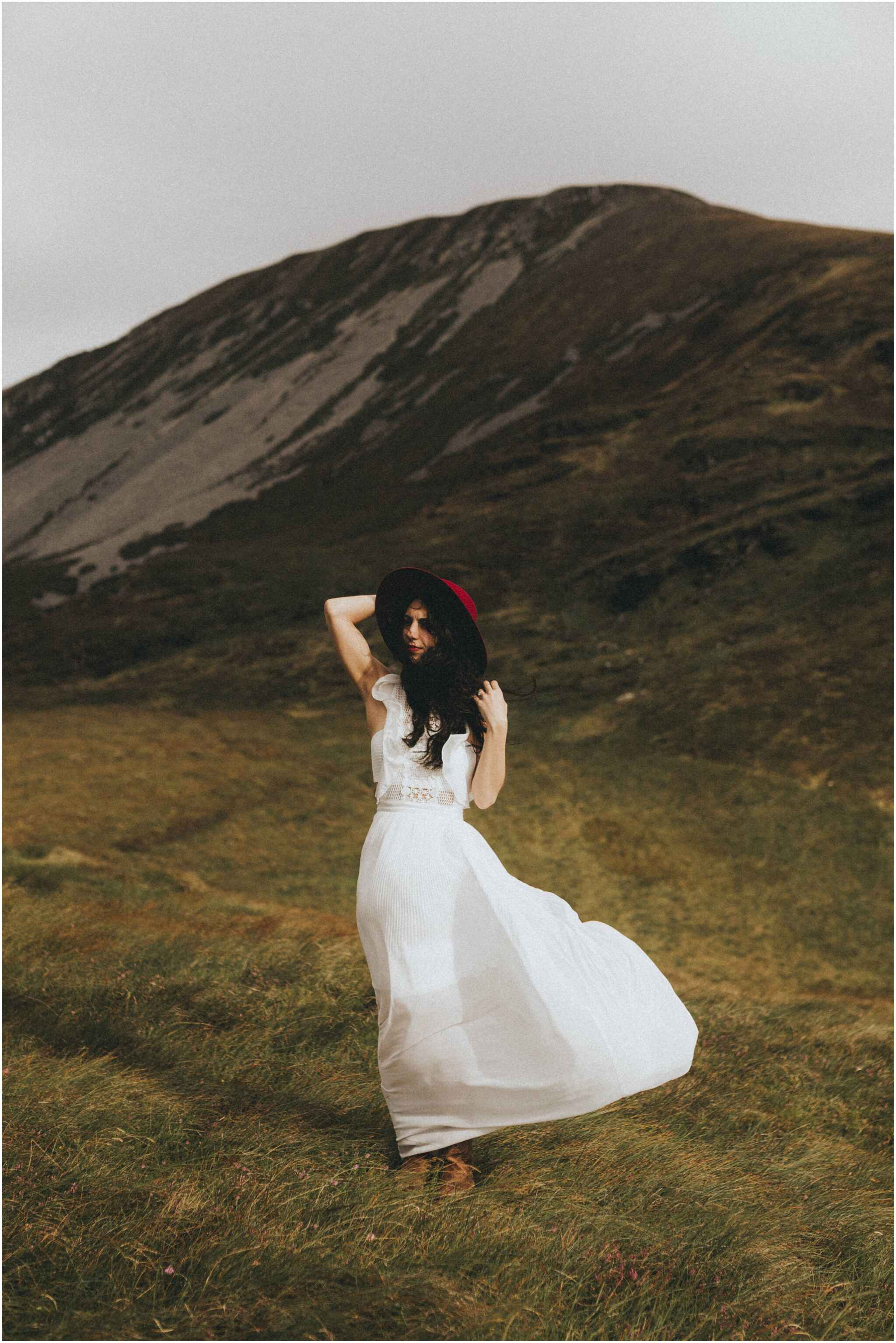 Rachel + David - Hiking Elopement in Muckish Mountain and Poisoned Glen, Donegal 15