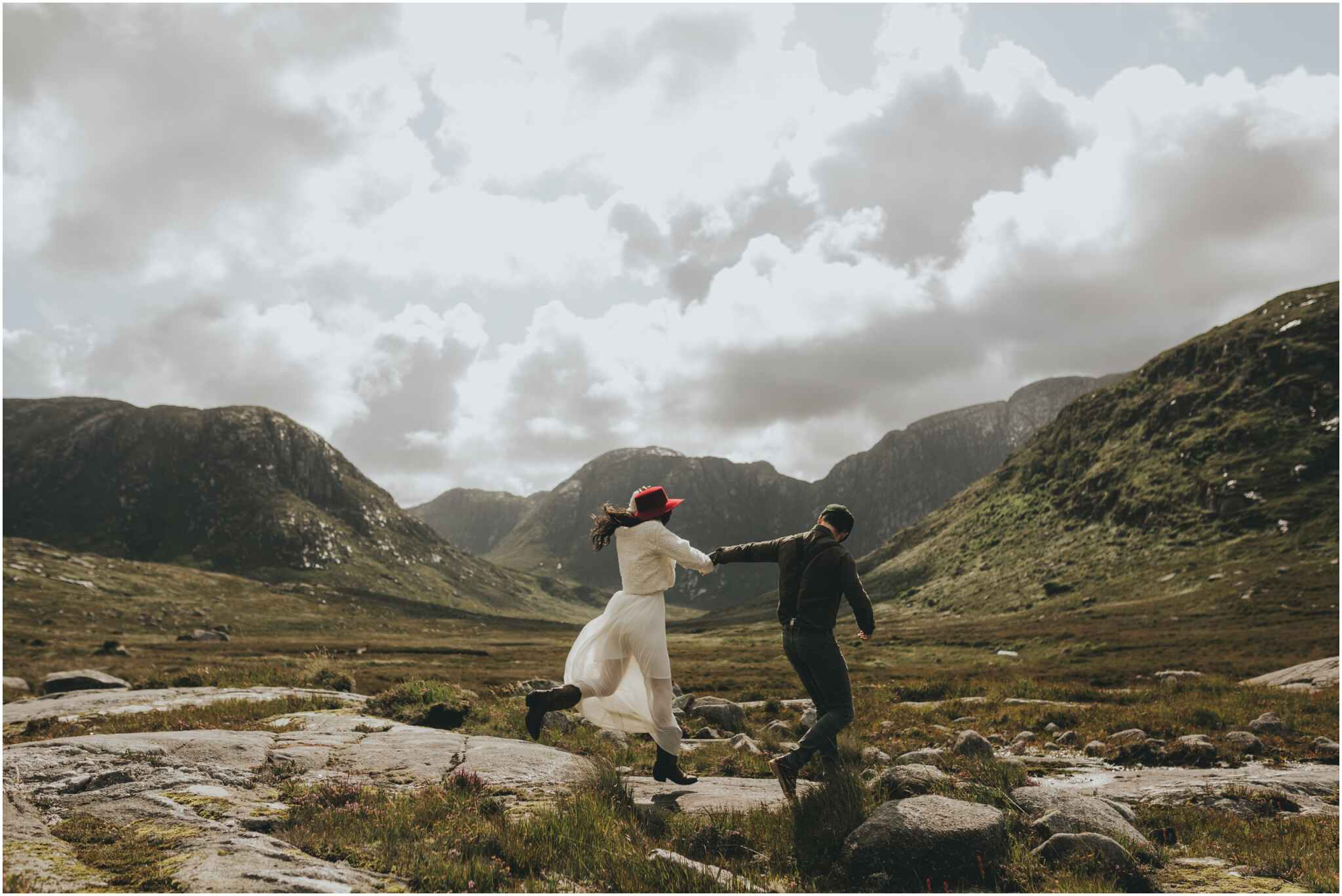 Rachel + David - Hiking Elopement in Muckish Mountain and Poisoned Glen, Donegal 30