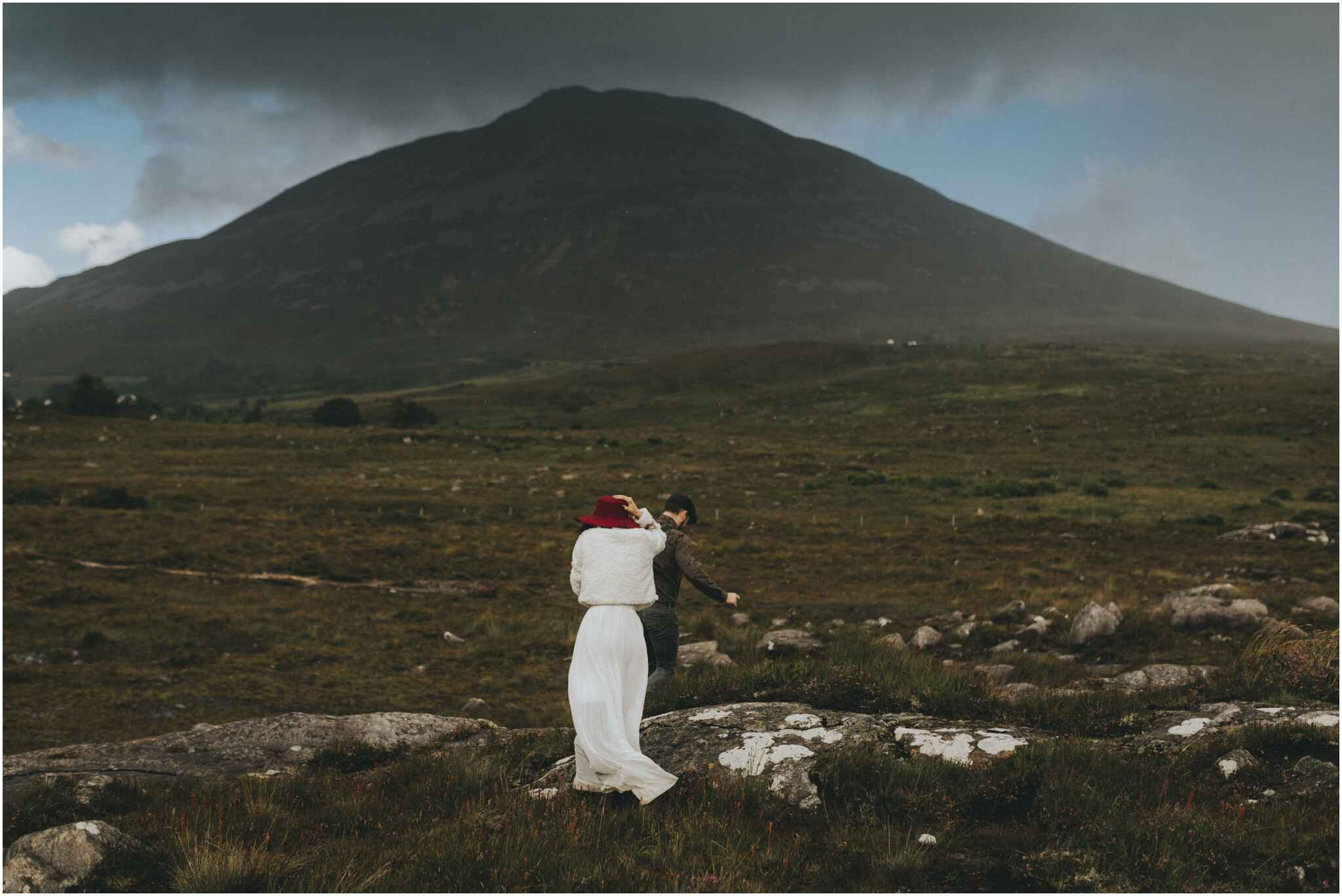 Rachel + David - Hiking Elopement in Muckish Mountain and Poisoned Glen, Donegal 40